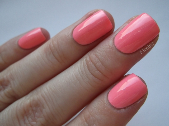 370-maybelline-bleached-neons-tropink-over-essence-wild-white-ways-1